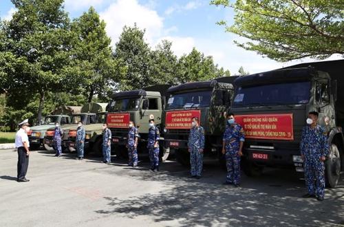 Quân chủng Hải quân hỗ trợ TP Hồ Chí Minh 135 tấn gạo và 25 tỷ đồng chống dịch COVID-19