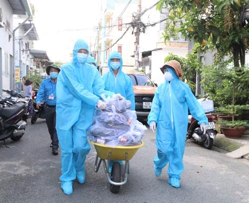 Những món quà ý nghĩa gửi tặng đến người dân vùng dịch TP Hồ Chí Minh