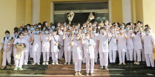 Hà Nội Khen thưởng 18 đoàn y tế tỉnh, thành hỗ trợ phòng, chống dịch