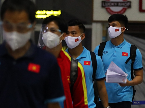 ĐT Việt Nam đến UAE sẵn sàng cho trận đấu với ĐT Trung Quốc