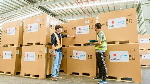 Việt Nam đã tiếp nhận 300 tủ lạnh bảo quản vaccine do chính phủ Nhật Bản tài trợ