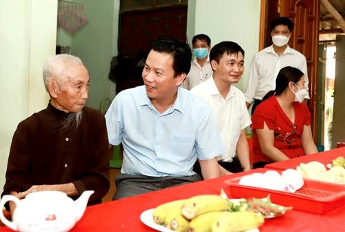 Hà Giang Tổ chức thăm hỏi, tặng quà người cao tuổi, hộ nghèo