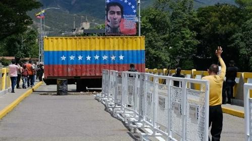 Venezuela mở lại biên giới trên bộ với Colombia