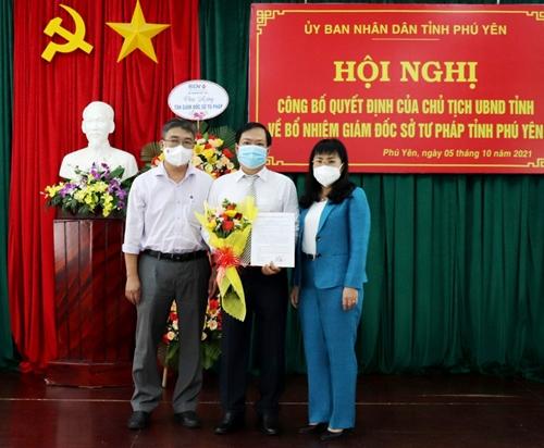 Trao quyết định bổ nhiệm Giám đốc Sở Tư pháp tỉnh Phú Yên