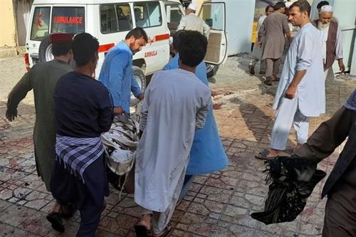 Đánh bom tại thánh đường Afghanistan Ít nhất 50 người thiệt mạng