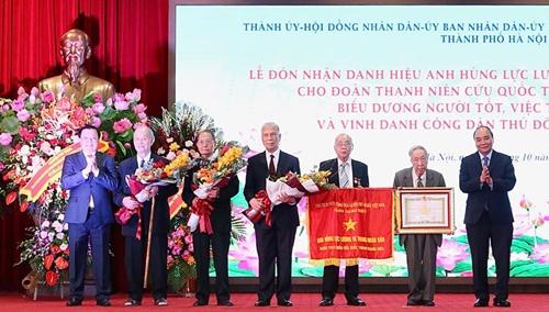 Trao danh hiệu Anh hùng LLVTND cho Đoàn Thanh niên cứu quốc thành Hoàng Diệu