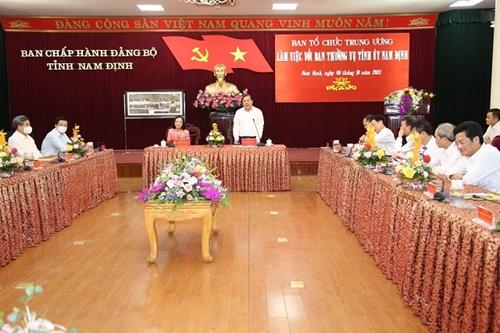 Đồng chí Trương Thị Mai làm việc với Ban Thường vụ Tỉnh uỷ Nam Định