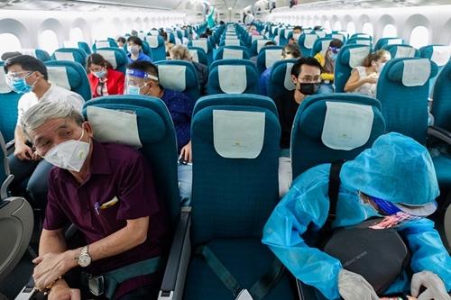 Chuyến bay đầu tiên từ TP HCM đi Hà Nội sau khi khôi phục bay nội địa
