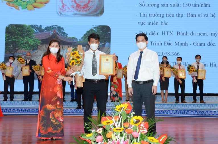 Bắc Giang Tôn vinh sản phẩm nông nghiệp tiêu biểu và nông dân tiêu biểu