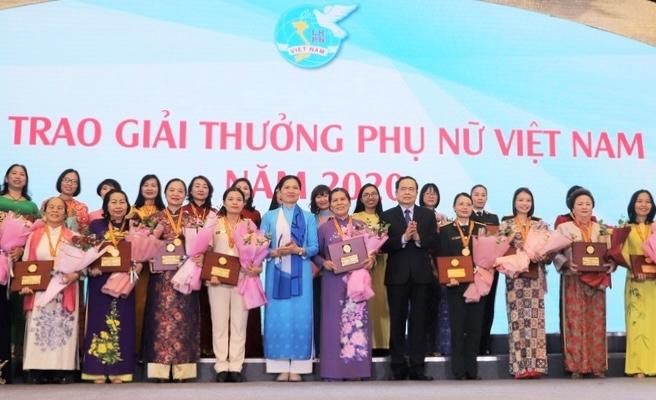 Trao giải thưởng Phụ nữ Việt Nam cho 6 tập thể và 10 cá nhân