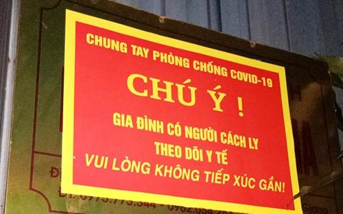 Sở Y tế Hà Nội hướng dẫn treo biển trước nhà người bay về từ TP HCM