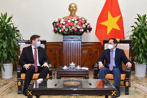 Việt Nam luôn coi trọng và mong muốn tăng cường quan hệ hợp tác nhiều mặt với Ba Lan