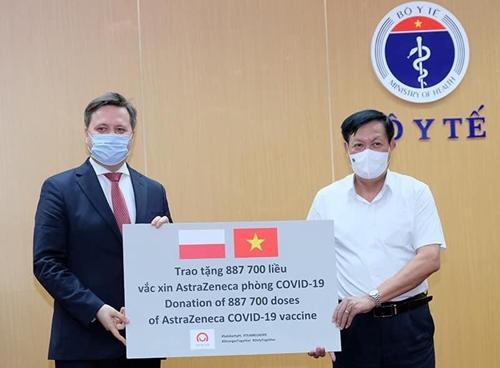Bộ Y tế tiếp nhận 2 triệu liều vaccine AstraZeneca do Ba Lan và Hàn Quốc tài trợ