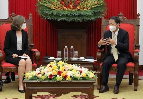 Tăng cường hợp tác với CHDCND Lào và Canada