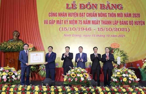 Ninh Giang đón bằng công nhận huyện đạt chuẩn Nông thôn mới