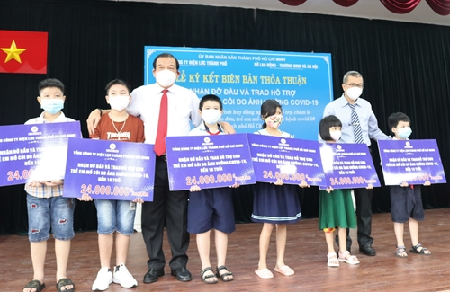 Tổng Công ty Điện lực TP Hồ Chí Minh đỡ đầu 35 trẻ mồ côi do dịch COVID-19