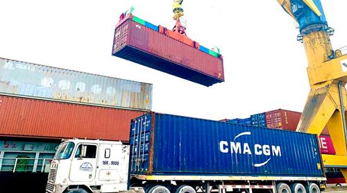 Hàng container qua cảng biển Việt Nam tăng trưởng 2 con số