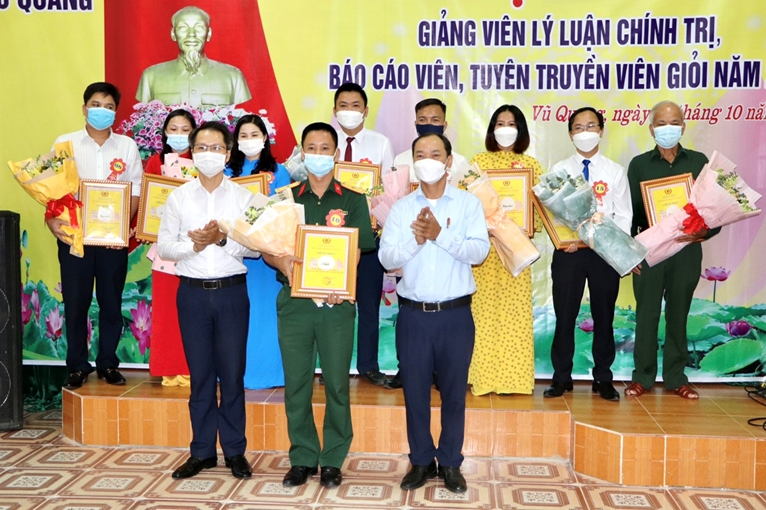 Vũ Quang Hà Tĩnh  17 thí sinh thi giảng viên lý luận chính trị, báo cáo viên giỏi