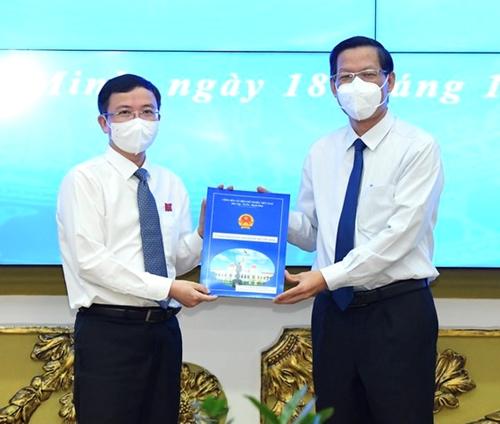 Bí thư Quận ủy quận 10 giữ chức vụ Chánh Văn phòng UBND TP Hồ Chí Minh