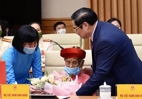Thủ tướng Chính phủ Phạm Minh Chính gặp mặt đại diện các tầng lớp phụ nữ nhân Ngày Phụ nữ Việt Nam 20 10