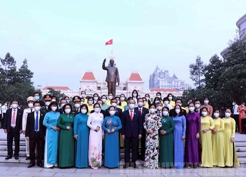 Đoàn Đại biểu Quốc hội TP Hồ Chí Minh dâng hoa tưởng niệm Chủ tịch Hồ Chí Minh