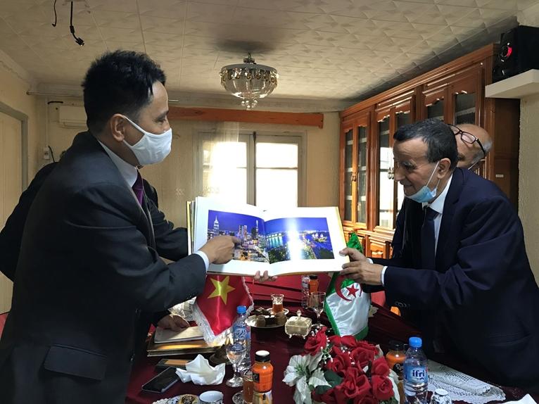 Thúc đẩy hợp tác kinh tế thương mại Việt Nam và tỉnh Constantine Algeria