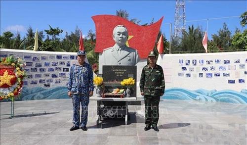 Статуя генерала Во Нгуен Зиапа на архипелаге Чыонгша