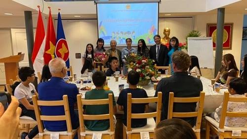 Открытие класса вьетнамского языка в 2021 году для вьетнамских детей и нидерландских женихов