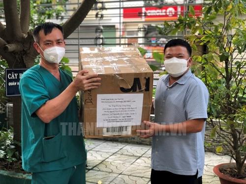 Фонд человеколюбия европейских леди Аозай, вьетнамцы- эммигранты из Сакарменто США, поддержали Хошимин в борьбе с эпидемией