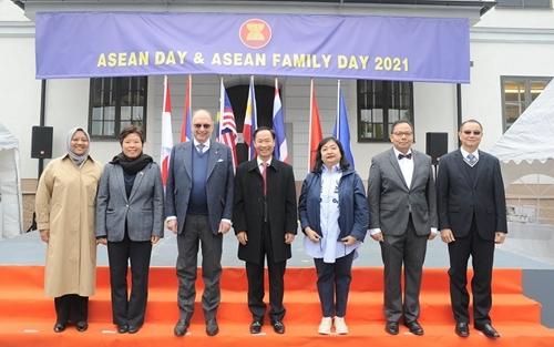 Посольство Вьетнама в Швеции организовало церемонию празднования Дня АСЕАН