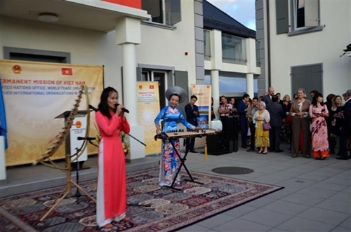 Иностранные друзья отмечают 76-ю годовщину Дня независимости Вьетнама в Женеве