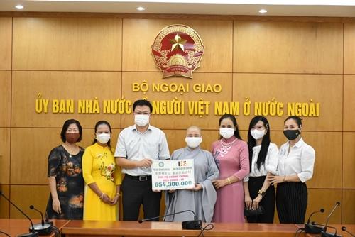 Вьетнамцы в Южной Корее, Германии и Макао Китай сделали пожертвования в поддержку борьбы с коронавирусом