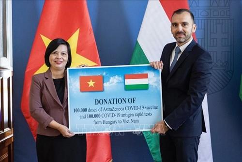 Вьетнам получил от Венгрии помощь в виде вакцин и медицинских изделий