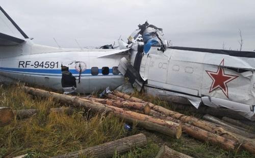 В России потерпел крушение самолет - 16 человек погибли