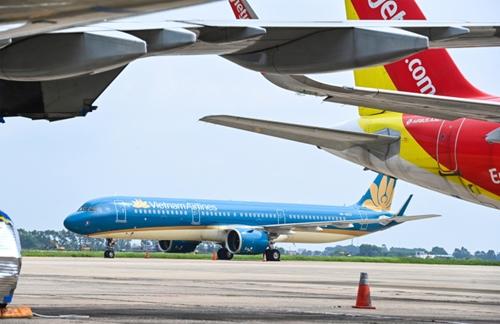 Ханой объявил 14-дневный карантин для авиапассажиров на внутренних маршрутах из Хошимина