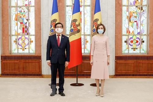 Президент Молдовы высоко оценивает достижения Вьетнама