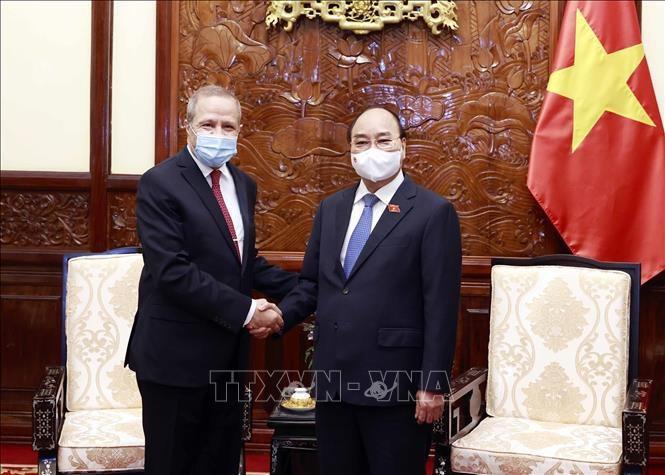 Нгуен Суан Фук принял посла Алжира в связи с завершением срока его работы во Вьетнаме