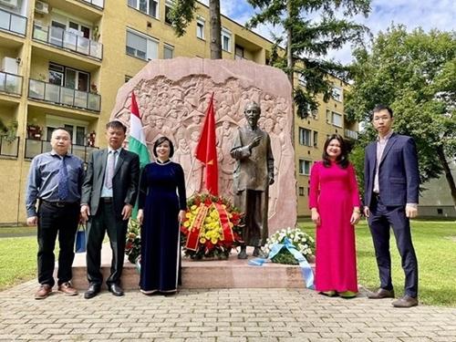 Diplomáticos vietnamitas en Estados Unidos y Hungría celebran el Día Nacional de Independencia