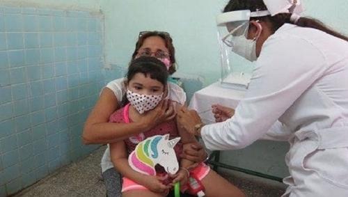 Cuba, primer país que vacuna a los niños a partir de los dos años de edad