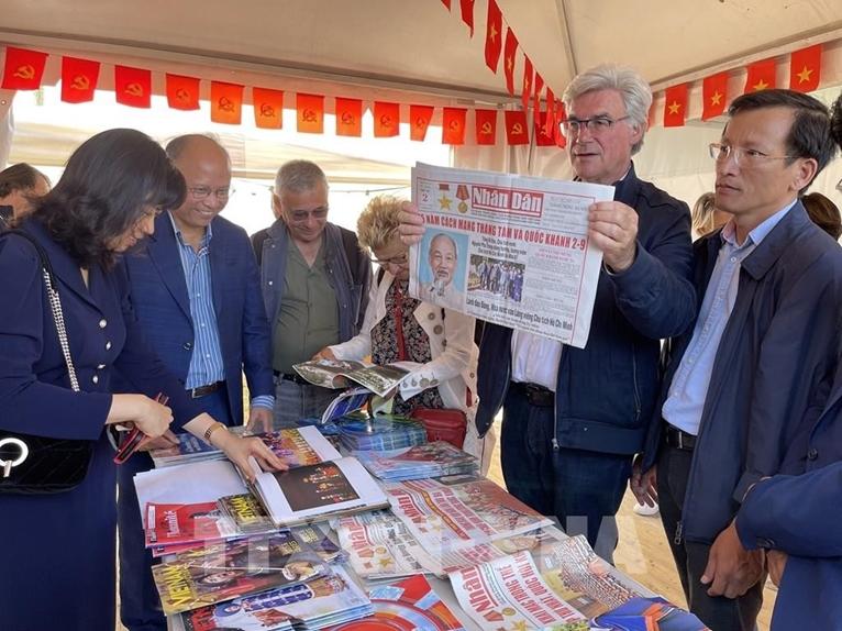 Presentación de la imagen de Vietnam en el festival del diario francés L'Humanité