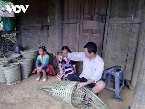 """La banasta """"lù cở"""", instrumento laboral indispensable de las mujeres de la etnia H mong"""