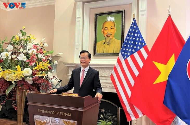 Vietnam y Estados Unidos impulsan el apoyo mutuo en contexto de la COVID-19