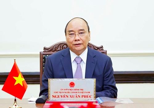 El Presidente de Vietnam conversa con el primer ministro de Japón