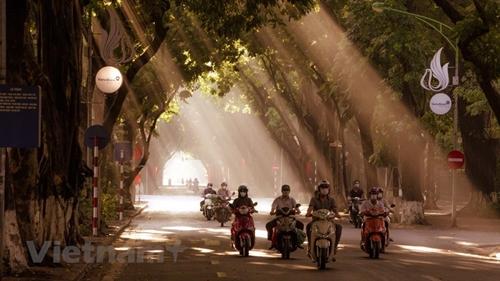 Recorrido por la calle más hermosa de Hanói en el comienzo del otoño
