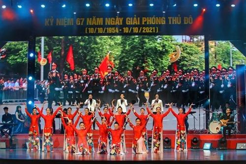 Espectáculo celebrado con motivo del Día de la Liberación de Hanói