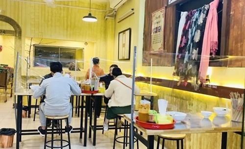 Hanói Autobuses y taxis vuelvan a funcionar y los restaurantes comienzan a servir en el lugar